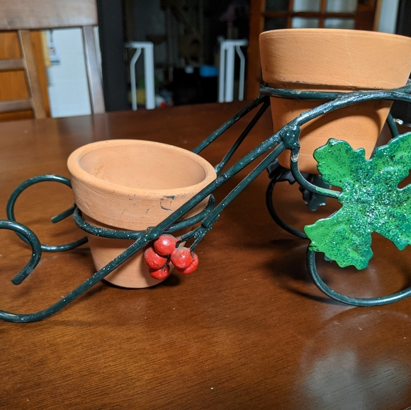 """Metal carriage sleigh plant stand 6"""" tall"""
